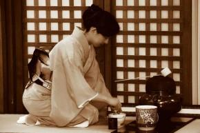 Nét tính cách dịu dàng, tao nhã của phụ nữ Nhật xuất phát từ đâu?