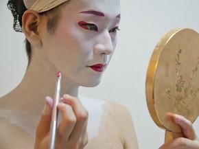 """Khám phá cuộc sống của Geisha nam """"duy nhất"""" còn tồn tại"""